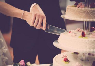 Bruiloft taart aansnijden